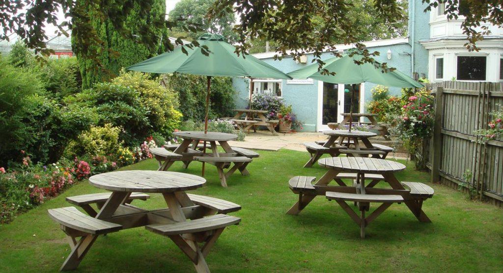 Sân vườn đẹp mang lại một phong cách mới cho ngôi nhà