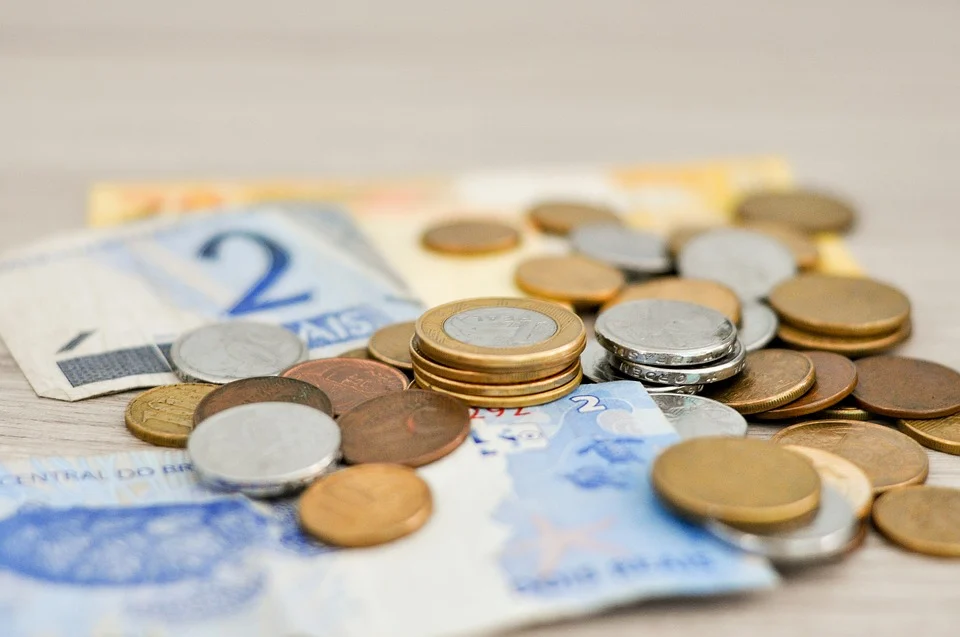 Imagem: https://pixabay.com/pt/photos/dinheiro-sal%C3%A1rio-moedas-real-notas-1632055/