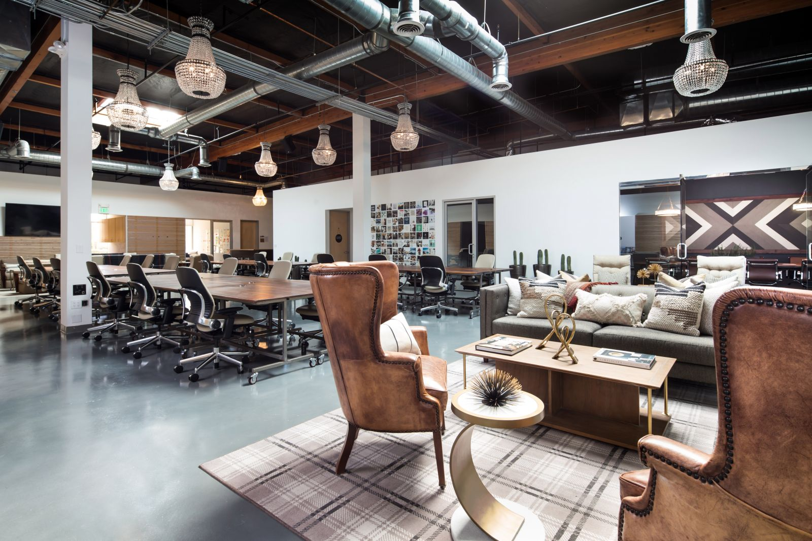 Coworking Space Costa Mesa: 10 Best Spaces with Pricing, Amenities & Location [2021] 28