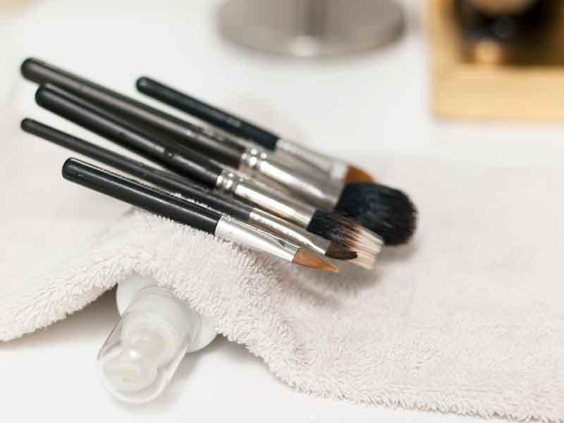 Как мыть кисти и спонжи для макияжа в домашних условиях