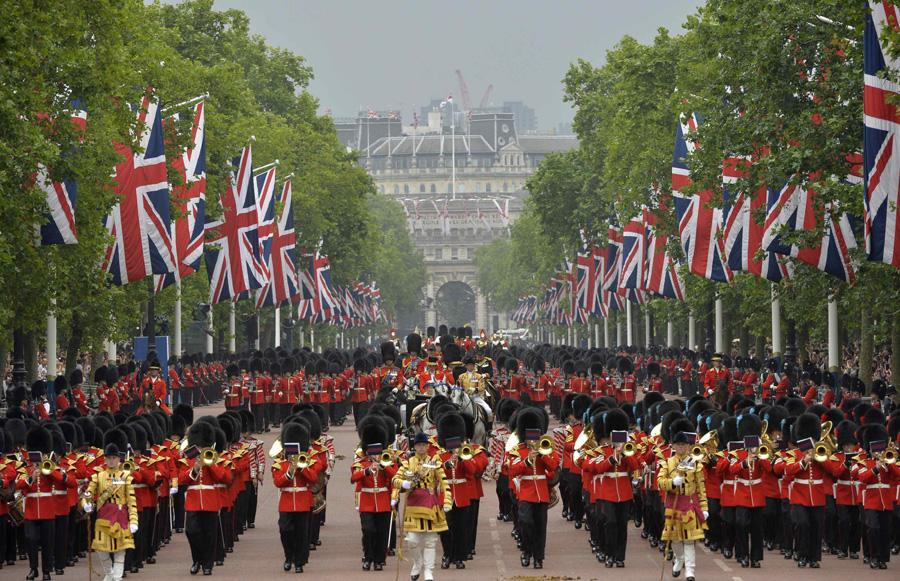 Britain celebrates Queen's official birthday[2]- Chinadaily.com.cn
