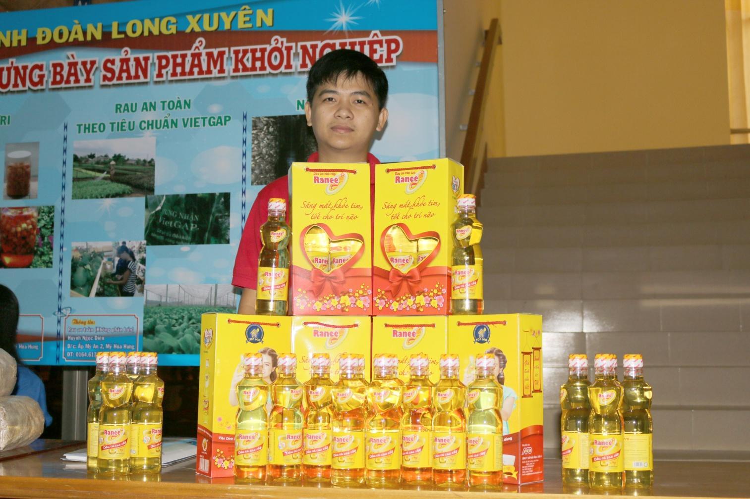 3. Gian hàng trưng bày sản phẩm Dầu ăn cao cấp Ranee.JPG