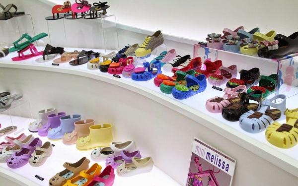 Giày dép giá rẻ hiện đại nhiều mẫu mã