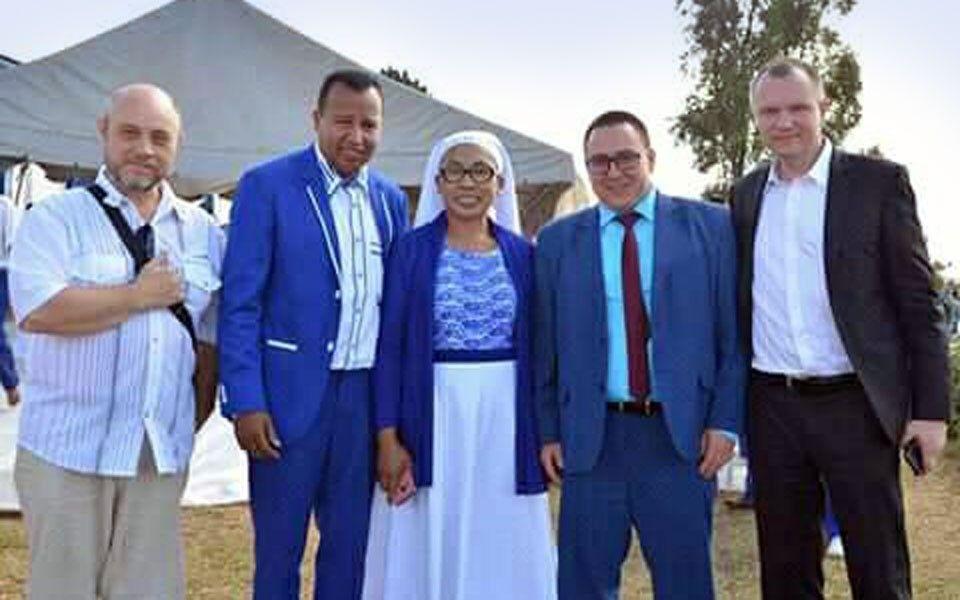 На Мадагаскаре группа Романа Позднякова и Андрея Крамара помогала пастору Андре Майолу.
