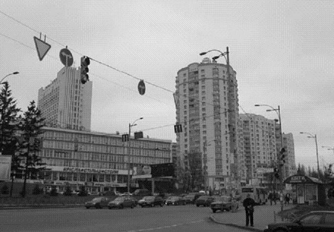 Киев, Голосеевская площадь, исторический район Демиевка, современный вид. До этих пределов распространялась власть атамана Зеленого