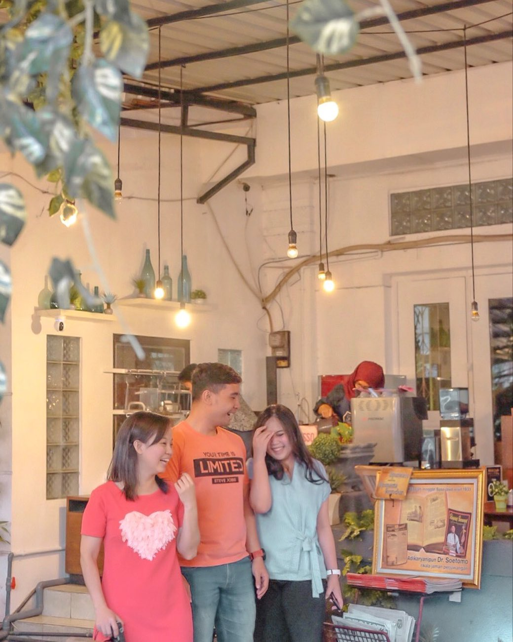 10 Cafe 24 Jam Di Surabaya Paling Hits Wifi Super Kencang