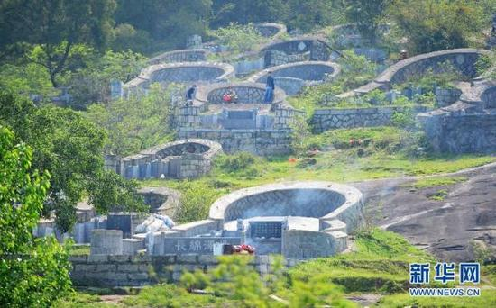 Newly-built coffin pits in Fujian Province. (via Xinhua)