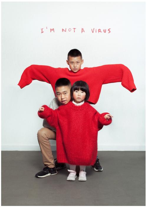 Imagen que contiene persona, interior, hombre, rojo Descripción generada automáticamente