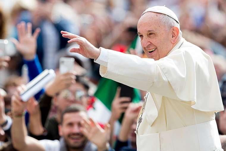 Đức Thánh Cha đến thăm một bà cụ ở Roma