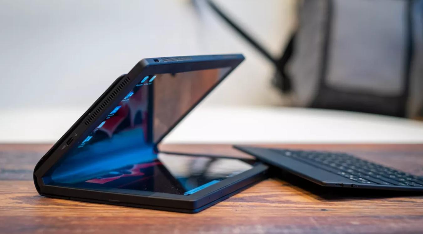 Lenovo ThinkPad X1 Fold ar noņemtu klaviatūru, atvērts skats no sāna