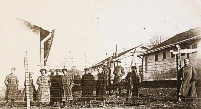 Група старшин армії УНР у таборі Ланцут. Польща, 1919 р.