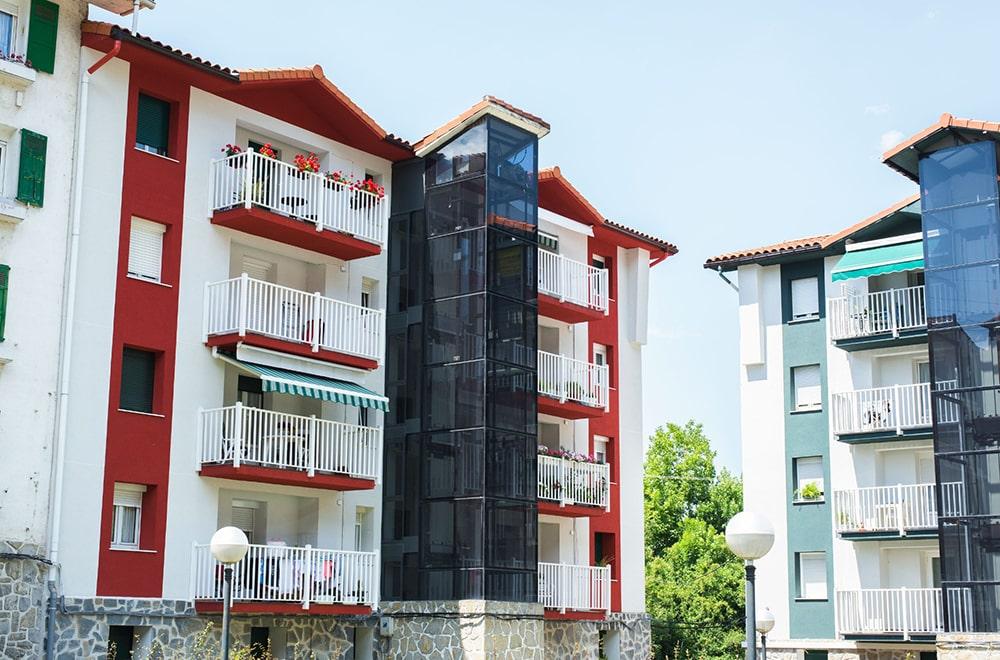 integrar-ascensor-fachada-edificio-antiguo