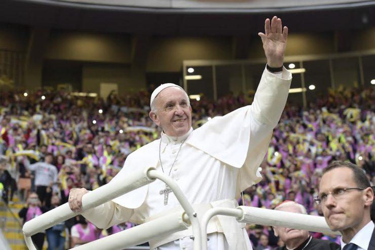 Đức Thánh Cha gặp gỡ thanh thiếu niên vừa chịu Phép Thêm Sức