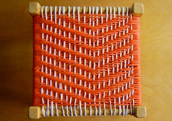 Мягкая обивка на табурете с помощью каркасных лент своими руками