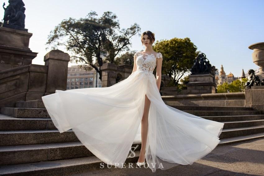 Повітряна весільна сукня фото