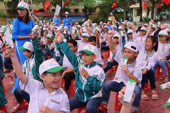 """Tỉnh Hà Nam phát động """"Chương trình sữa học đường"""" năm học 2020-2021 - Ảnh 2"""
