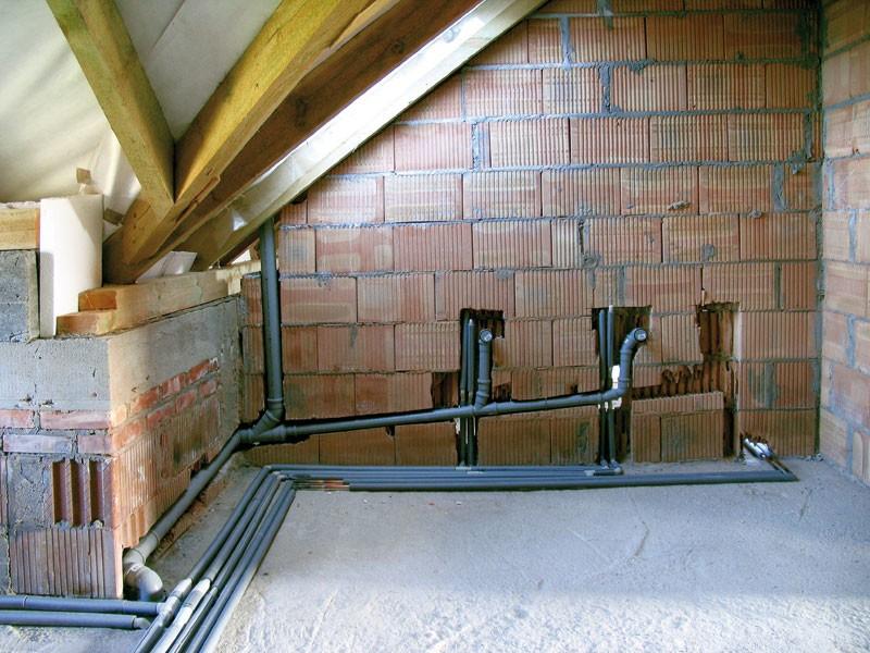 Монтаж трубопровода внутри дома