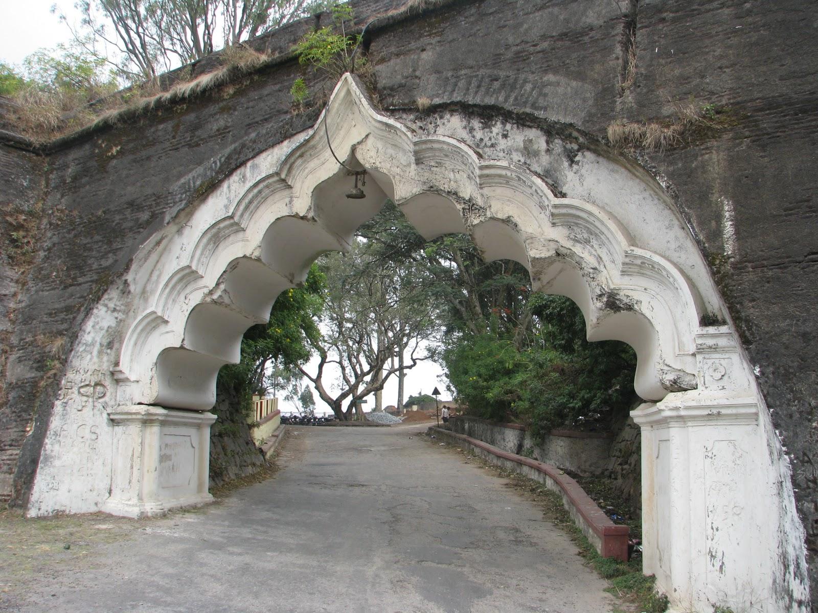 Nandi_Hills_Fort_Entrance1.jpg