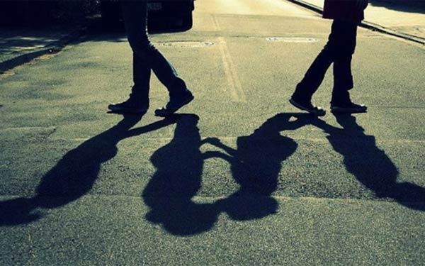 Hãy cố nói để đối phương hiểu rằng mối quan hệ của cả hai người đang có vấn đề và không thể bước tiếp cùng nhau.