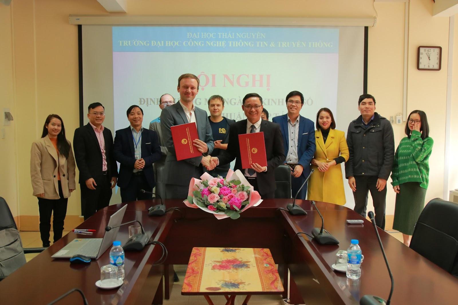 Lãnh đạo nhà trường và công ty 1C đã tiến hành thỏa thuận hợp tác