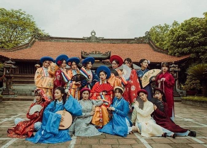 Bộ ảnh kỷ yếu cổ phục Việt mang đậm dấu ấn lịch sử