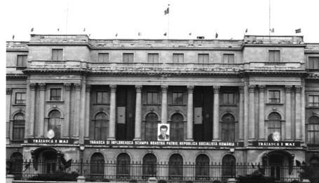 Description: Palatul Republicii in haine de                                     sarbatoare.