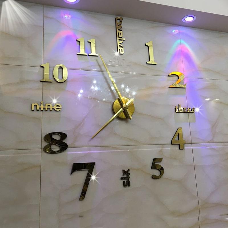 Đồng hồ dán tường tại Shouse