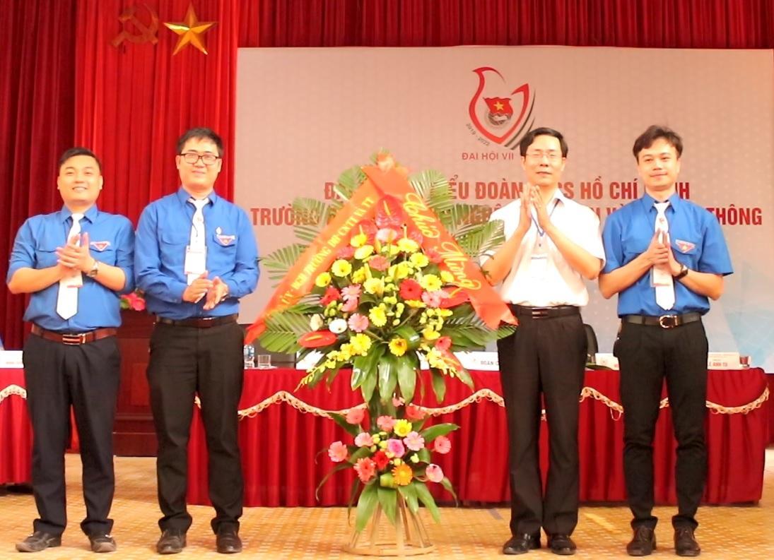 D:ANH 21-4THAY TAO TANG HOA.jpg