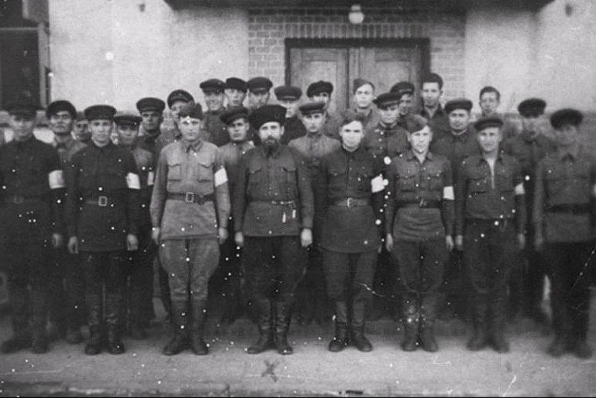 Константин Воскобойник с милиционерами