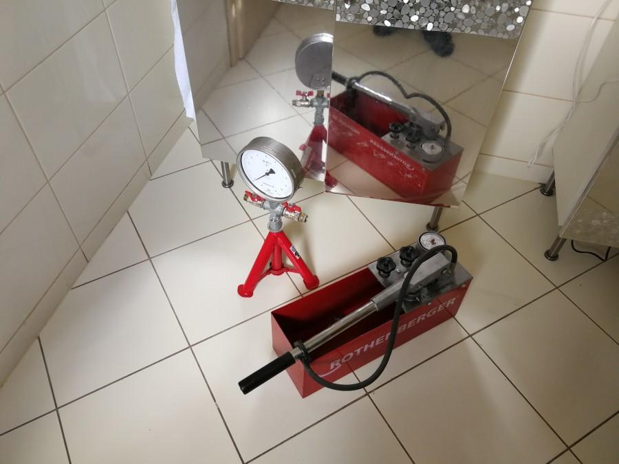 Próba ciśnieniowa instalacji wodnych
