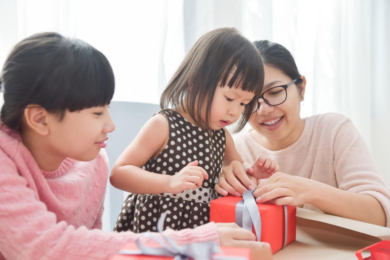 Quà thôi nôi cho bé cần chọn món quà nhiều ý nghĩa nhưng vẫn phù hợp với trẻ