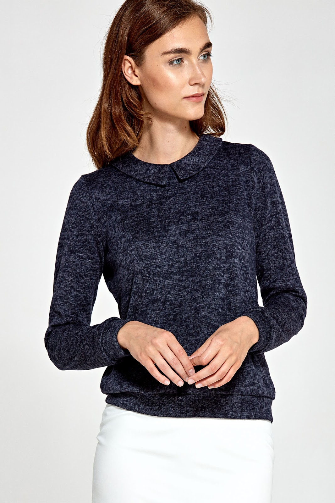 Delikatny sweter z grzecznym kołnierzykiem