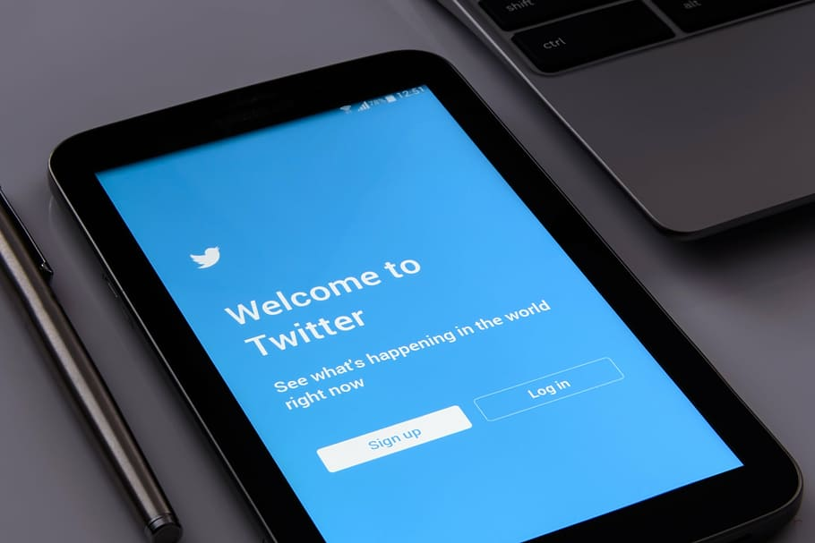 Welcome to twitter page on a smartphone device