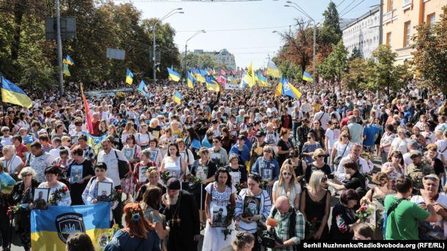 Матері і дружини із портретами загиблих у війні проти Росії. Марш на День незалежності. 24 серпня 2019 року