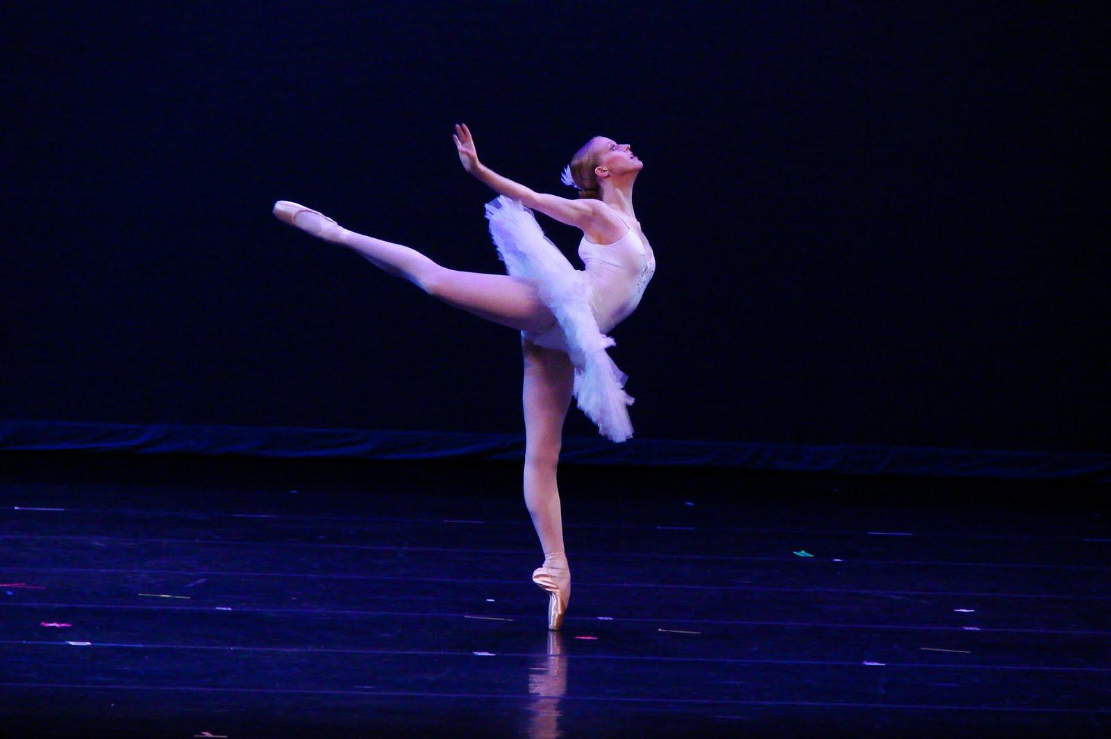 classical ballet dancers