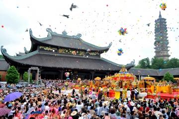 Thỉnh lộc phép làm ăn chùa Bái Đính ở Ninh Bình