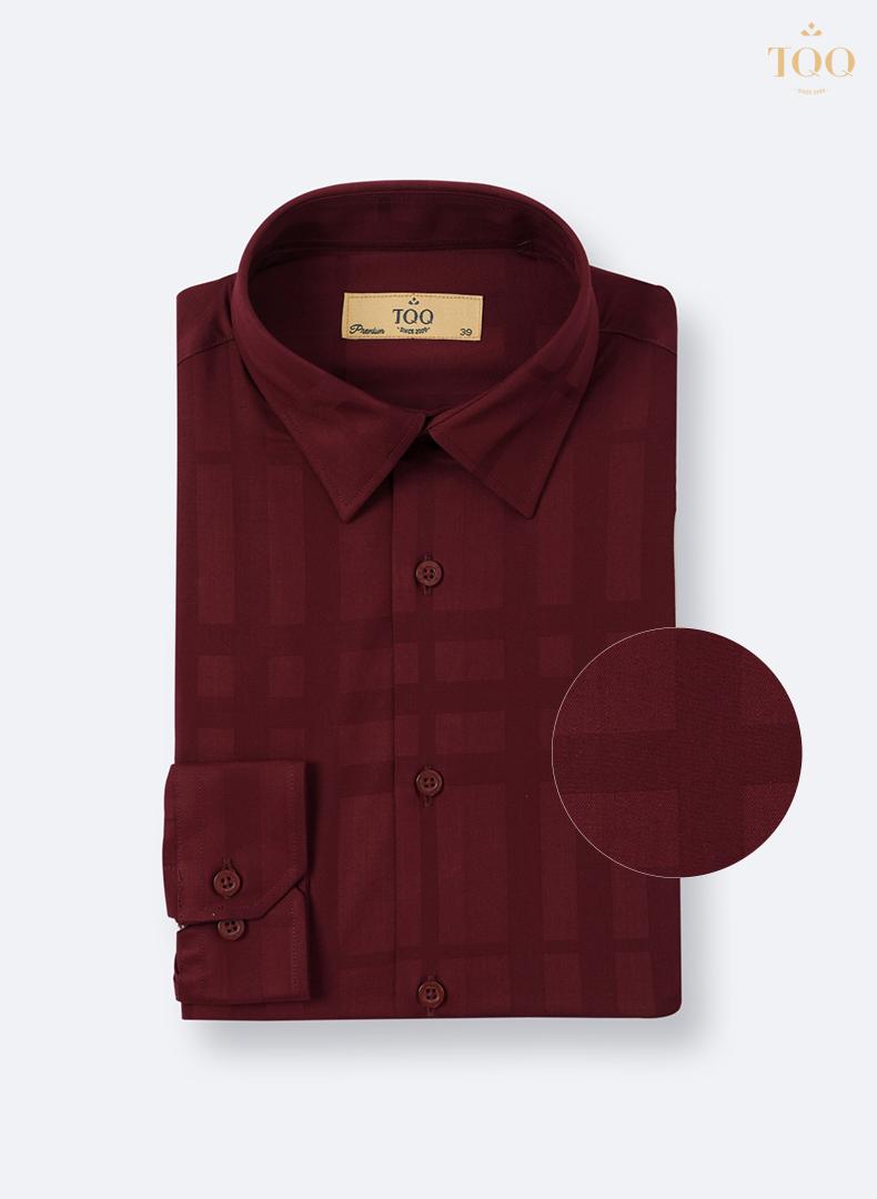 Mẫu áo sơ mi K169CS màu đỏ kẻ chìm lạ mắt, tinh tế mang lại sự phong cách, chỉn chu cho người mặc