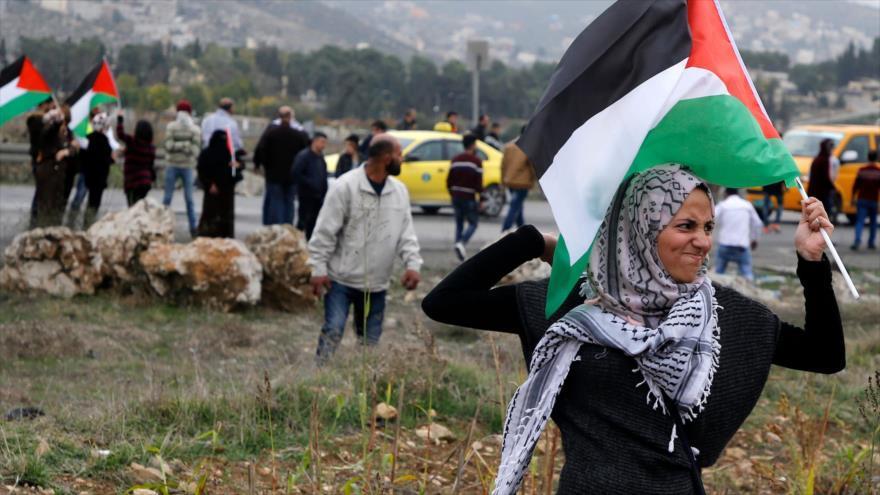 """PALESTINA] Donne e ragazze in prima linea: una lotta parte della lotta  degli oppressi e degli sfruttati del mondo - """"TOCCANO UNO TOCCANO TUTTI"""""""