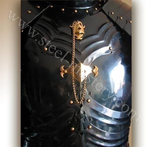 gothic_style_cuirass_with_ribs.jpg