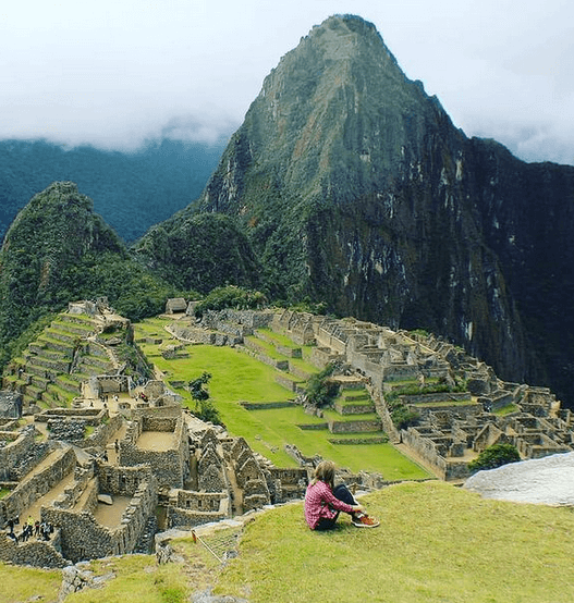 ecomm clubhouse dropshipping course author sarah chrisp admiring the Machu Picchu in peru while traveling