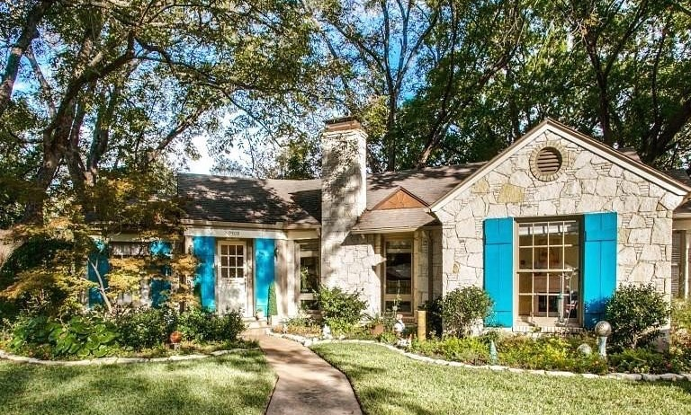 Cottage home in Casa Linda Estates