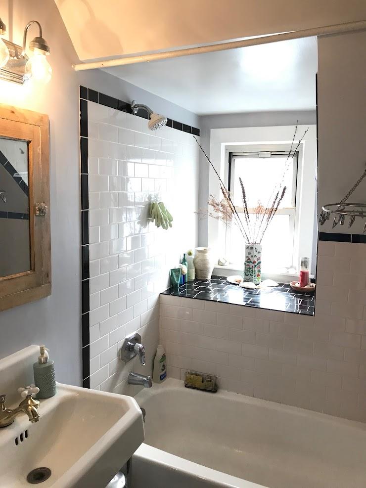 Black+white subway tile bathroom with full tub