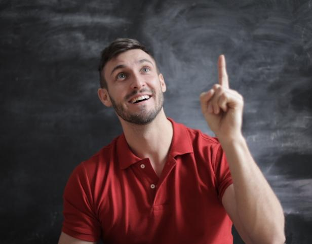 A person holding up his middle finger  Description automatically generated with medium confidence