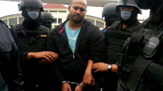 Мюран Сукумаран был арестован в 2005 году за участие в контрабанде наркотиков, осужден и приговорен к смерти
