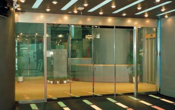 Cửa tự động giúp cho cho tính thẩm mỹ của tòa nhà được nâng cao