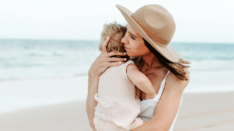 Tips Membawa Si Kecil Bermain ke Pantai