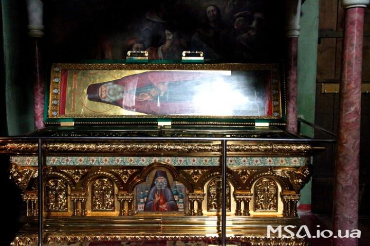 Современная рака с мощами Феодосия, архиепископа Черниговского