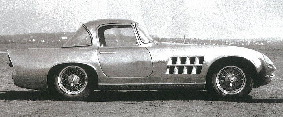 Škoda 1100 OHC slaví 60 let - elegán s výkonným motorem