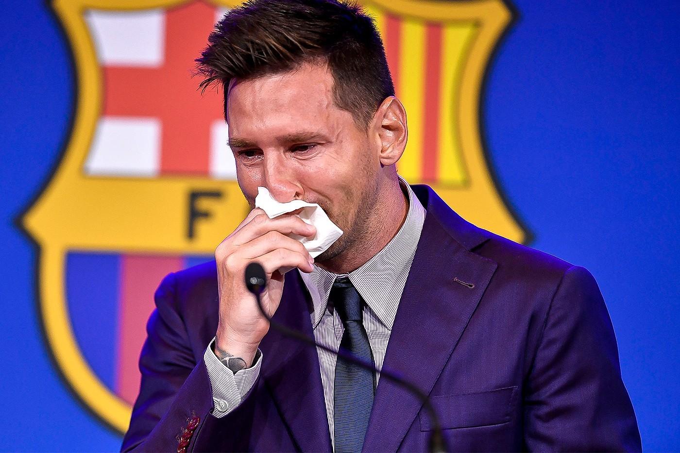 Một người bán giấu tên tuyên bố đã lấy được chiếc khăn giấy mà Messi sử dụng trong buổi họp báo và đưa nó lên mạng đấu giá