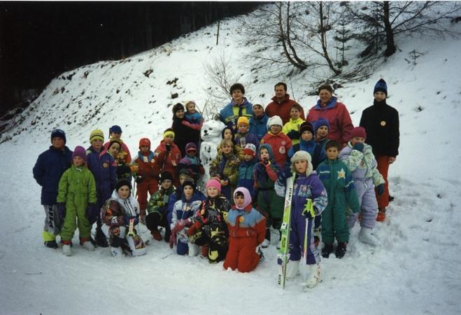 Ein Bild, das Schnee, draußen, Skifahren, Person enthält.  Automatisch generierte Beschreibung